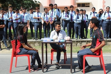 Students of Uttaranchal Institute of Pharmaceutical Sciences stage Nukkad Natak to create awareness on 'Alzeimer's Day'